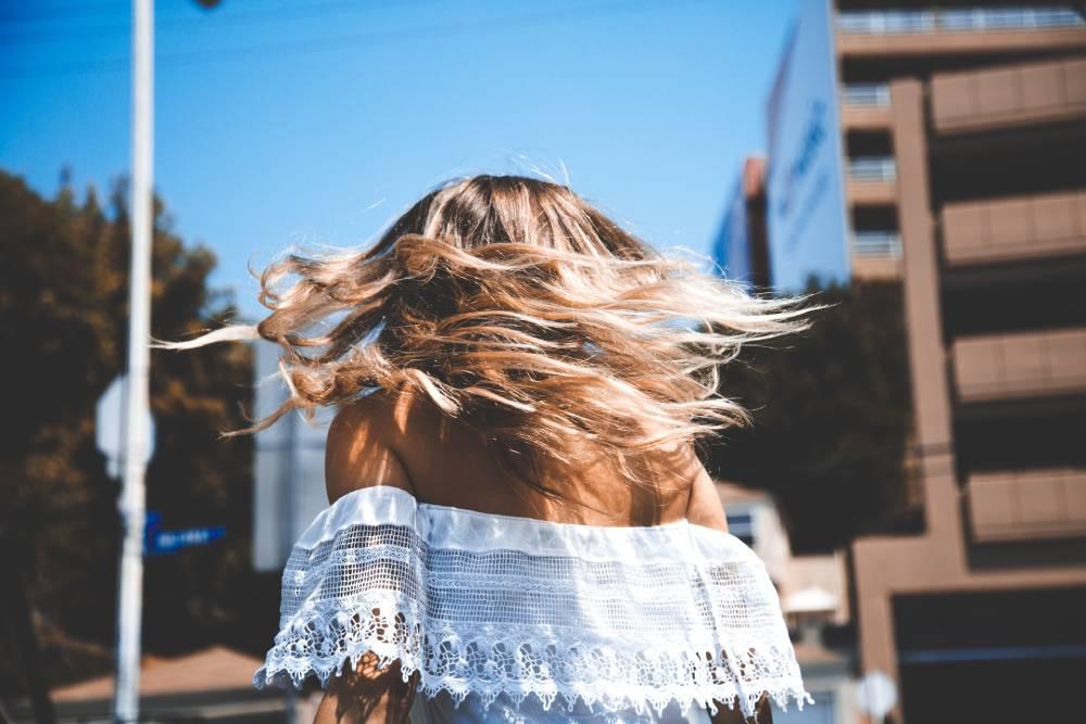 jak ostříhat dlouhé vlasy